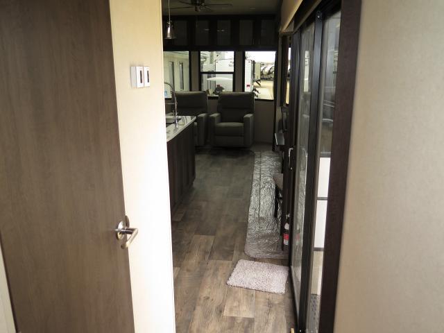 2018 Forest River Salem Villa Estate 4092BFL TT Stk #2457
